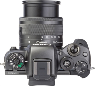 CANON EOS M5 with EF-M 15-45mm 1:3,5-6,3 IS STM